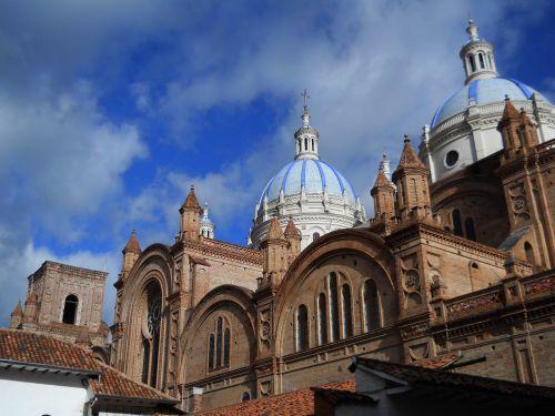 Lugares turísticos del Ecuador: La Catedral de la Inmaculada Concepción de Cuenca, Ecuador.