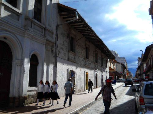 Climate and weather of Cuenca, Ecuador: sunny in the morning.