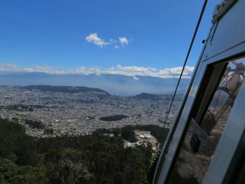 TOP 20 BEZIENSWAARDIGHEDEN QUITO, ECUADOR:View of Quito from the Pichincha Cable Cart