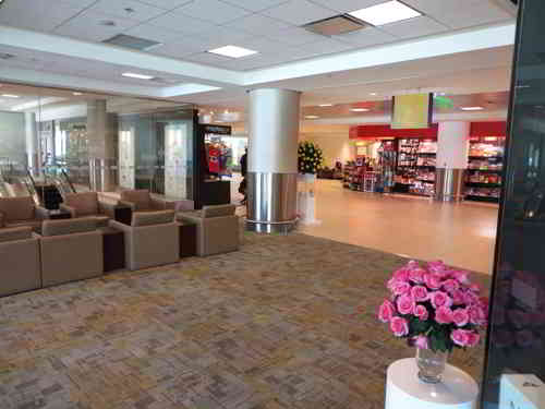 TOP 20 BEZIENSWAARDIGHEDEN QUITO, ECUADOR:The new Quito Mariscal Sucre Airport shopping areal