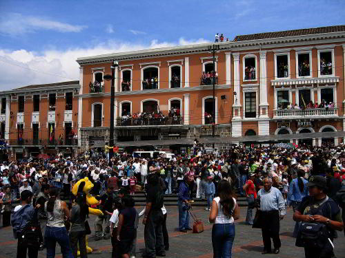 Quito, Capital del Ecuador: Fiesta en la Plaza Santo Domingo