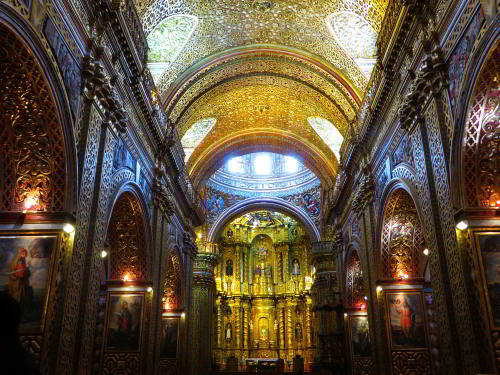 TOP 10 FAMOUS PLACES TO VISIT IN ECUADOR: Quito, Golden interior of the Compañía Church
