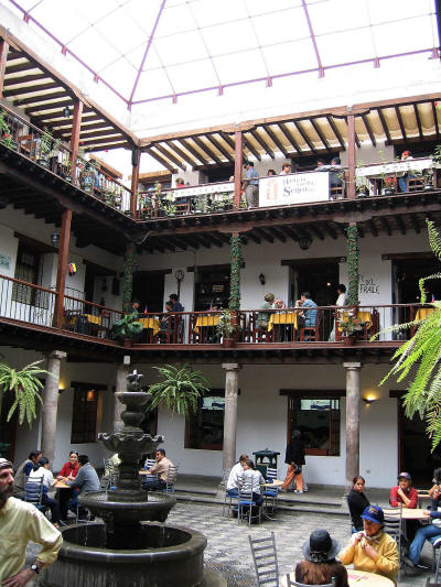 Quito, Capital del Ecuador: Patio del Palacio Arzobispal